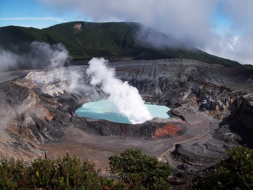 cratere-vulcano-poas-costa-ricajpg
