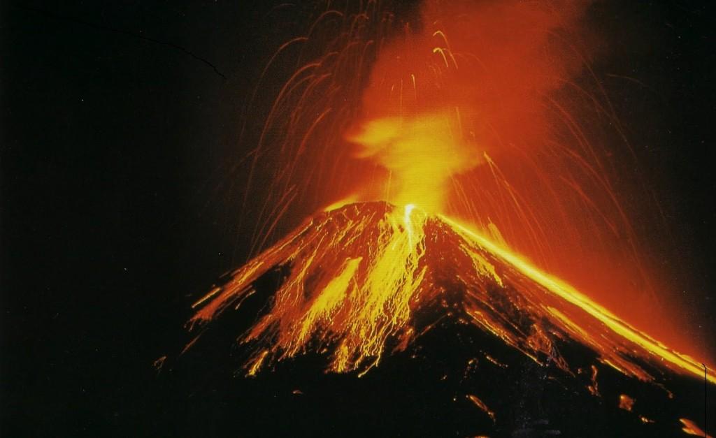 eruzione-vulcano-arenal-costa-rica