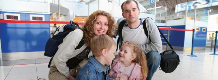 famiglia-in-aeroporto-partenza-costa-ricajpg