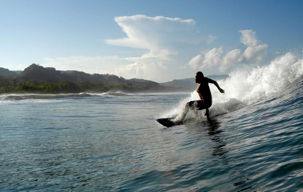 tamarindo-surfista-costa-rica