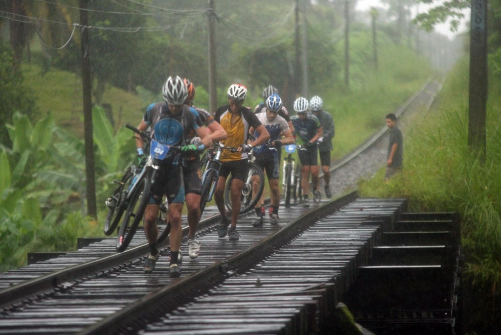 Ciclisti-strade -tour-costa-rica