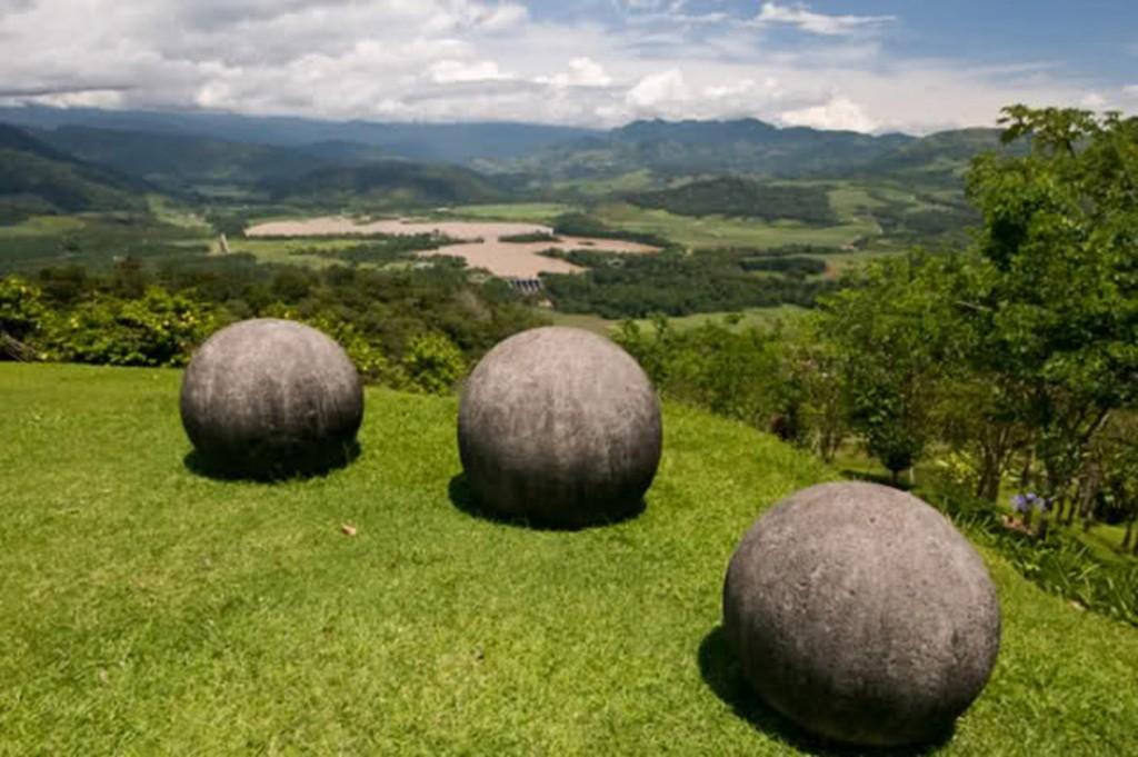 Sfere-di-pietra-Costarica-Diquis-jpg